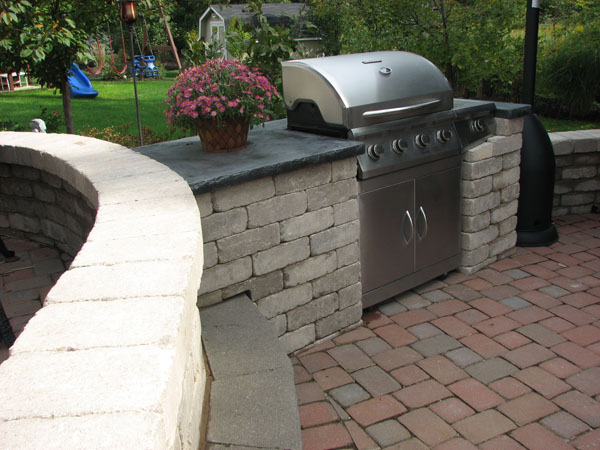 B t klein s landscaping hardscapes built in grills for Outdoor barbecues built in