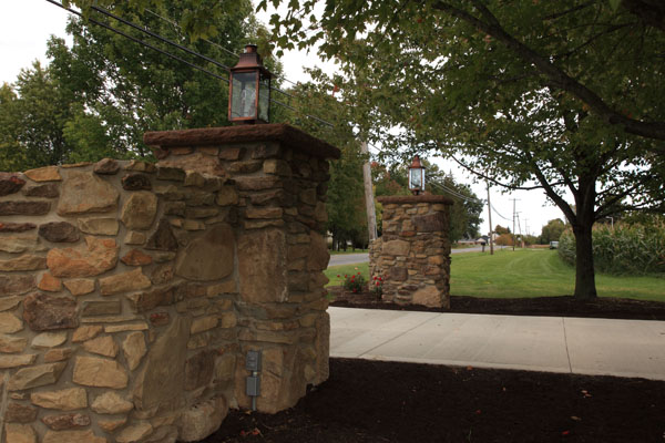 Old Stone Pillars : B t klein s landscaping hardscapes decorative walls