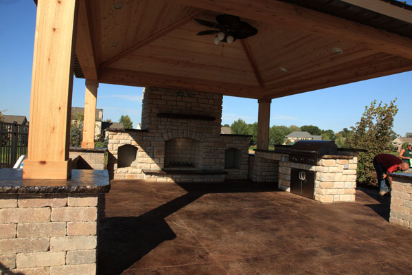 B t klein s landscaping hardscapes outdoor kitchens for Outside cooking area