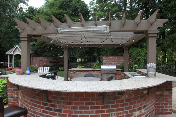 ... Outdoor Kitchen With Curved Seating Bar