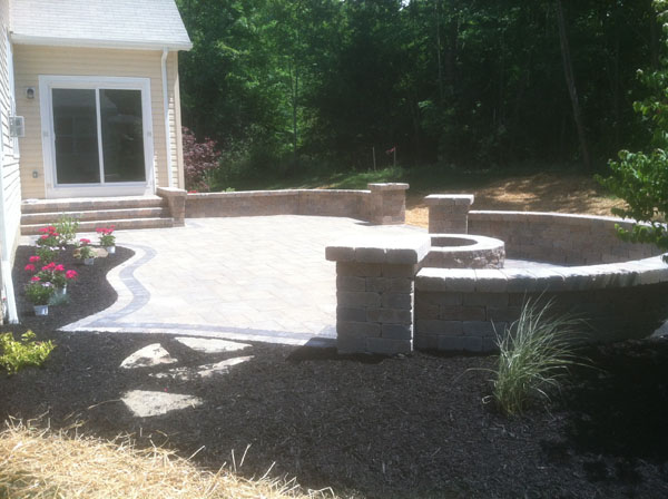 ... Paver Patio And Seatwalls With Black Mulch
