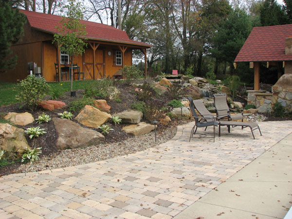 Klein 39 s lawn landscaping landscapes designed landscapes for Hillside rock garden designs