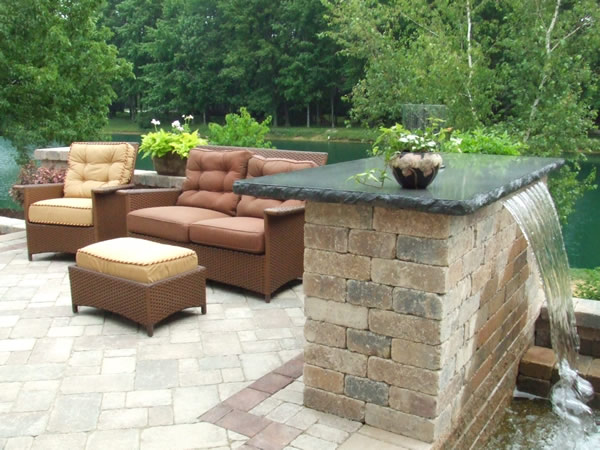 B t klein s landscaping solution center before after for Fuentes para patios